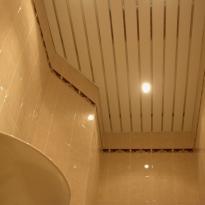 установка реечных потолков в ванную