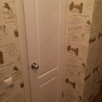 Дверь в ванную комнату до ремонта