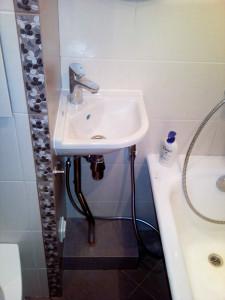 Нестандартное расположение умывальника в ванной