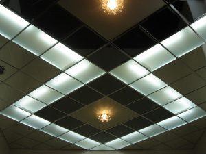 преимущества кассетного подвесного потолка